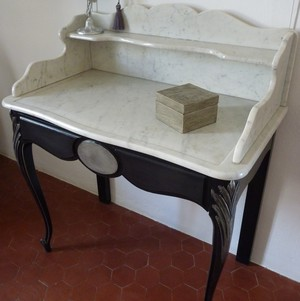 Table toilette LXV marbre patine noire et métal atelier patines saint cannat